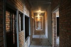 На 1-9 этажах в 12-13 секции  выполнены внутренние стены