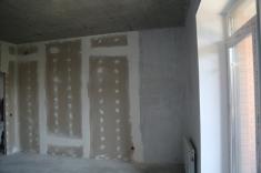 В квартирах 10 секции установлены межкомнатные перегородки, радиаторы отопления, стены зашпаклеваны