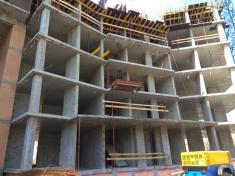 15 секция выполнено 5 этажей монолитного каркаса