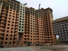 В 16 секции монтируют каркас 15 этажа