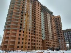 В 16 секции завершается монтаж окон на построенных этажах