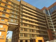 На фасад 14 секции смонтировали керамогранит