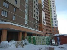 Для фасадных работ в 14 и 15 секциях завезли утеплитель