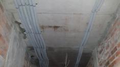 Внутренняя инженерия потолок - началась прокладка электрических каналов